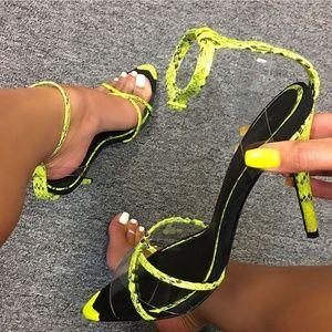 Shoes - 🆕️//Hot Girl Summer// Neon yellow heel